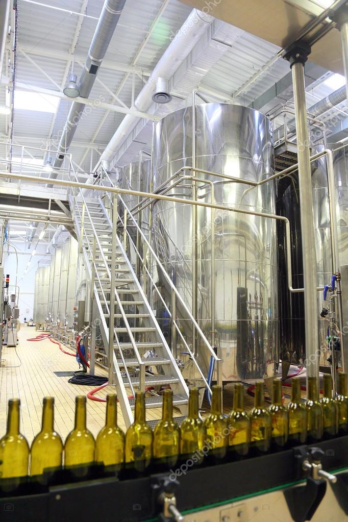 conveyor line for bottling wine in bottles