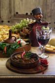 vörös bor és a hús párolt a mártással, pomegran és csípős paprika