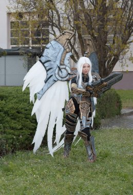 Cosplayer dressed as the character Uriel from game Darksider