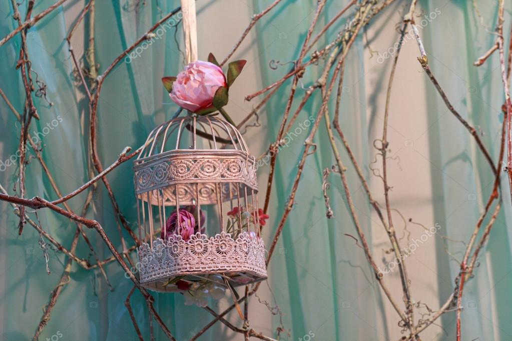 Rosen Und Schone Vintage Vogelkafig Hochzeit Dekoration Stockfoto