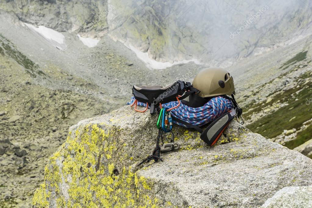 Klettergurt Seil : Dynamisches seil helm karabiner klettergurt und unterlänge auf