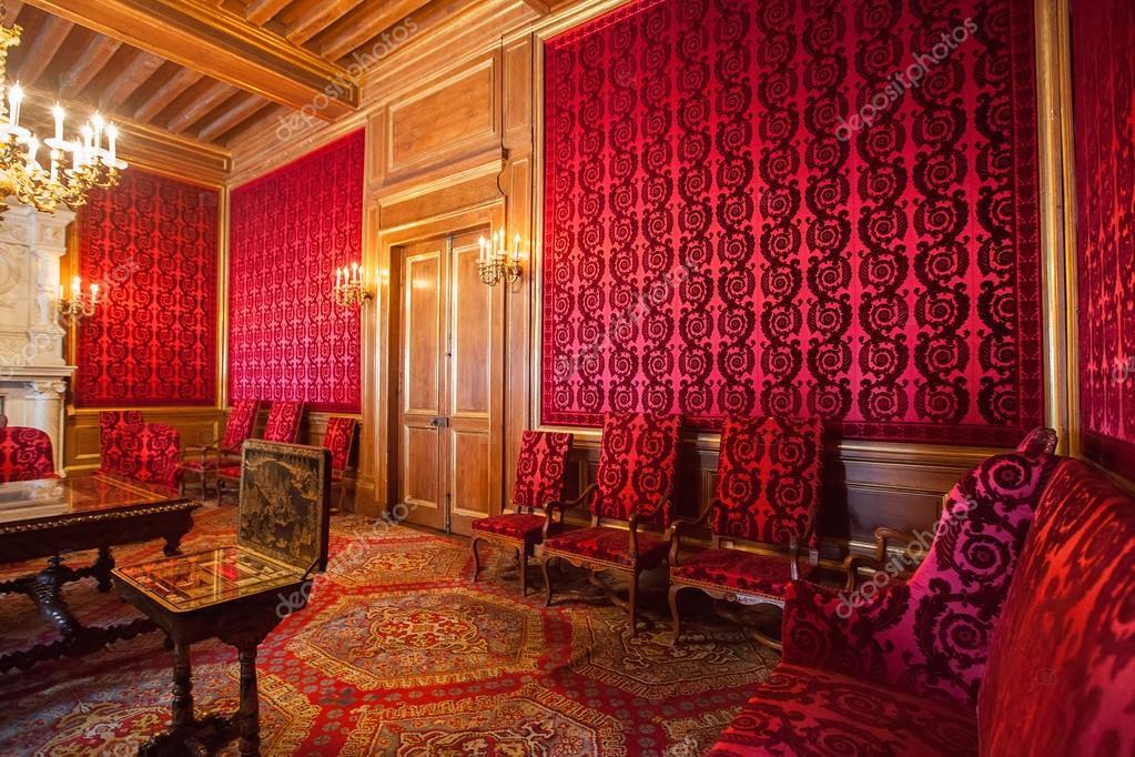 https://st2.depositphotos.com/4021225/7073/i/950/depositphotos_70738753-stockafbeelding-interieur-van-pau-kasteel-chateau.jpg