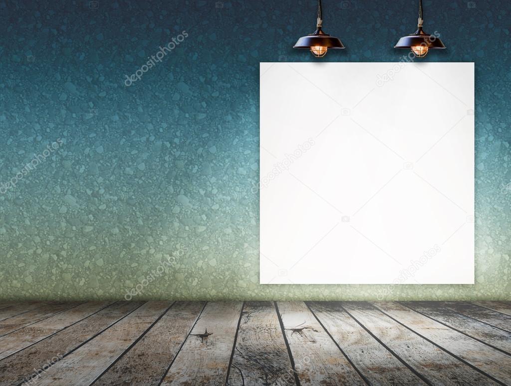 Plafoniere Per Officina : Cornice vuota sulla parete con plafoniera per messaggio