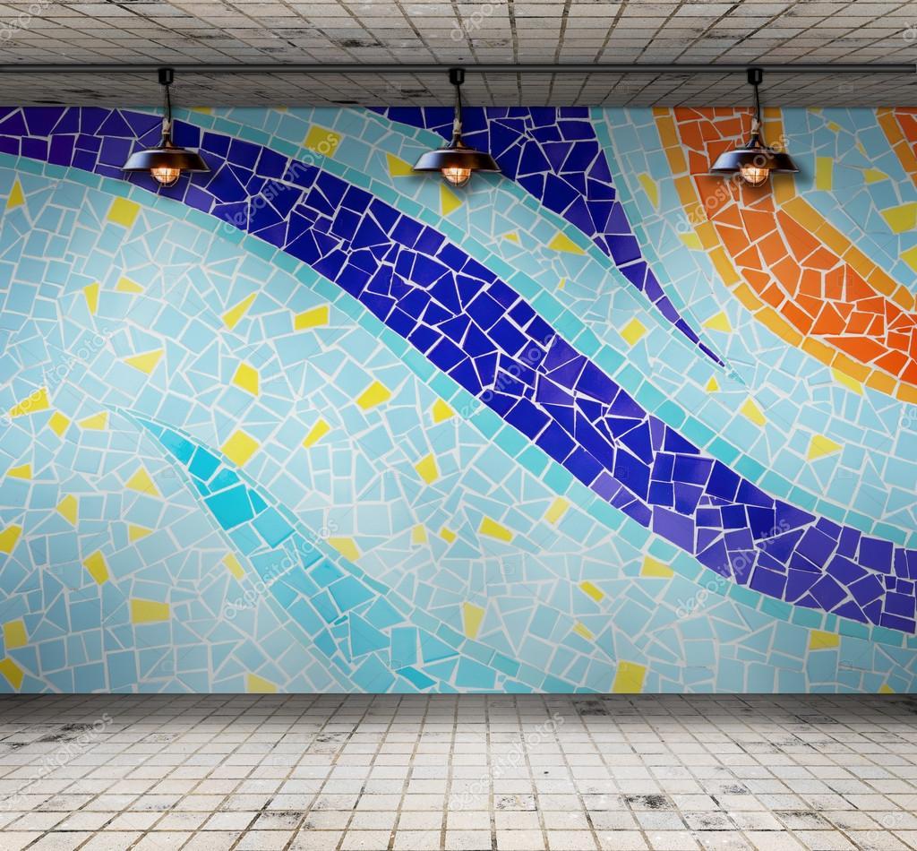 Lampe In Leeren Raum Mit Bunten Mosaik Fliesen Vorlage Fur Die