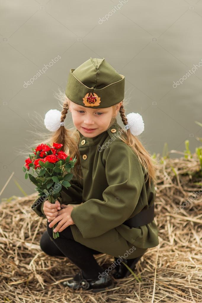 Фото девушек в форме цветов 80