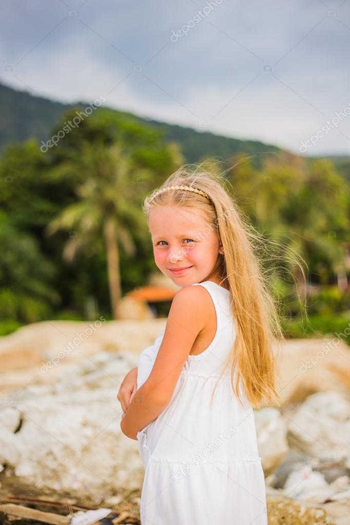 Фото девушек красавиц с длинными волосами на море фото 550-734