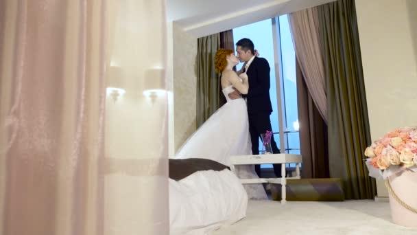 Novomanželé v hotelu