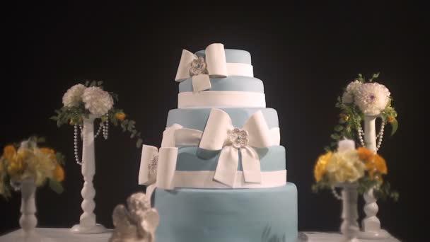 pět vrstev svatební dort