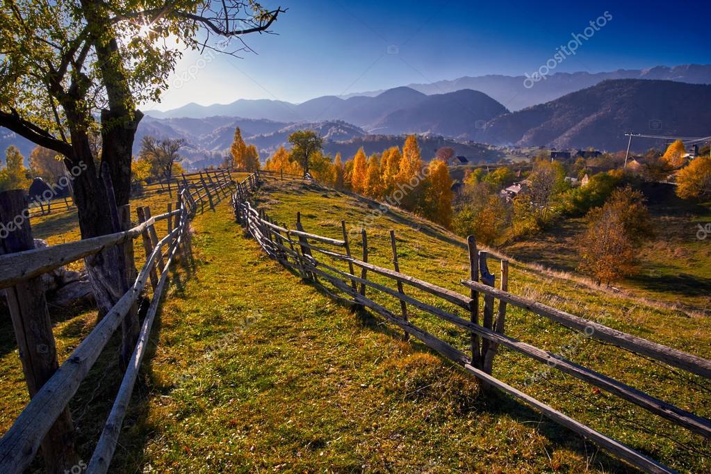 Aus sources de l'aurore. Depositphotos_89004658-stock-photo-countryside-autumn-landscape