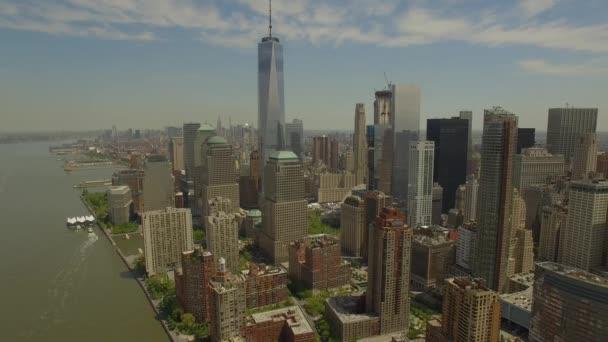 Létající kolem dolní Manhattan s novým světového obchodního centra v budově ve středu