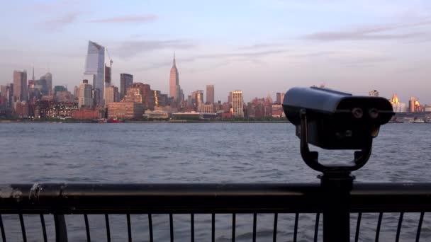 Panorama New Yorku večer. Pohled z Jersey city