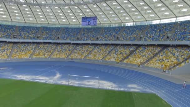 Repülő belsejében hatalmas modern üres stadionban. Kyiv, Ukrajna, június 12, 2016.