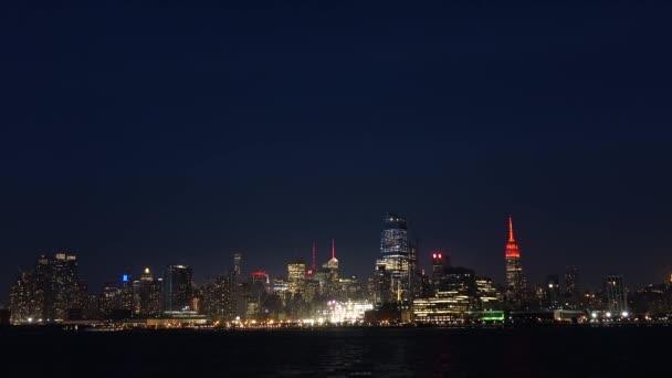 Panorama New Yorku v noci. Pohled z Jersey city