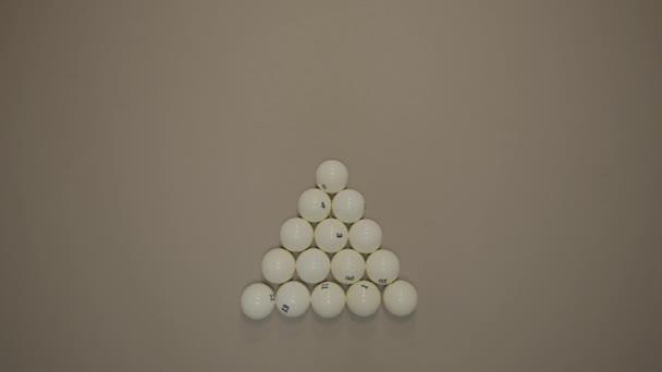 Breaking the billiard pyramid. Opening break shot
