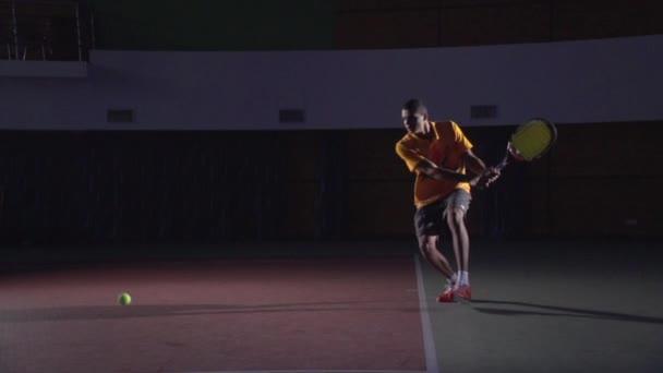 Tenisové údery: Backhand (slow motion)