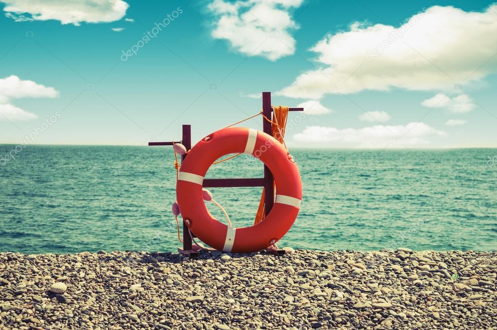 Lifebuoy Su Un Mare Sfondospiaggia Stagionevintage Instagram