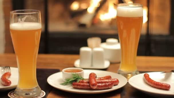 dvě piva na stůl