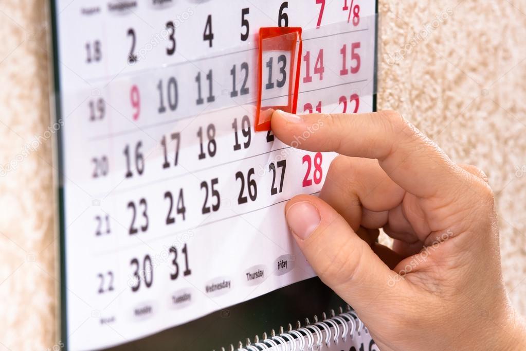 Marca Calendario.Mano De La Marca 13 El Viernes En Calendario Foto De Stock