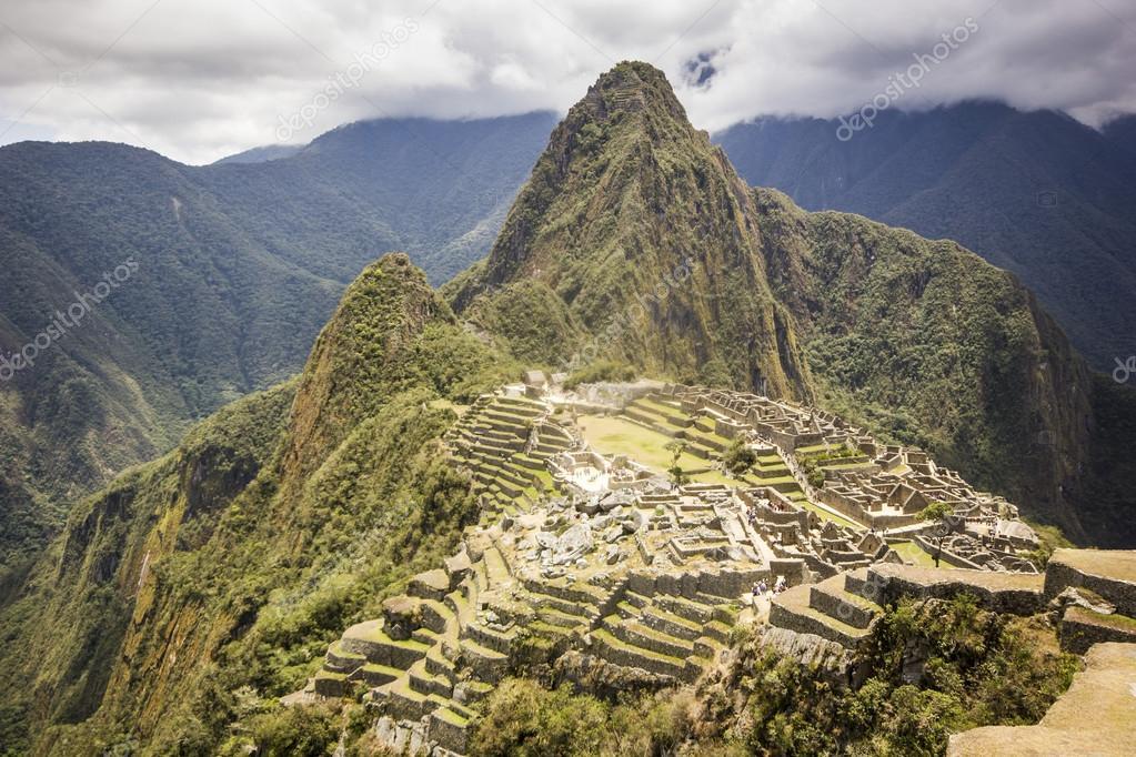 Alte stadt machu picchu peru mit den umliegenden berge for 2533 raumgestaltung und entwerfen