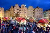 Mercatino di Natale di Praga su Piazza della città vecchia a Praga, Repubblica Ceca, Europa