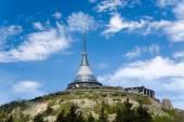 Ještědský hřbet hory a hlasatel poblíž Liberec, Krušné hory, České