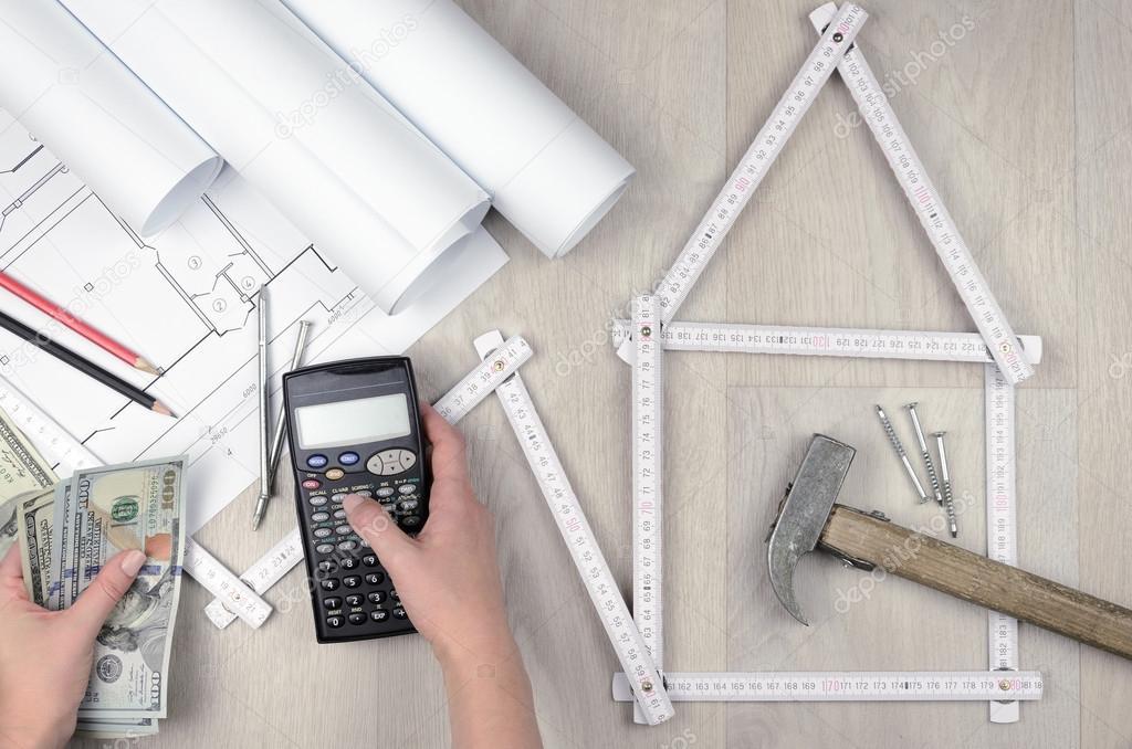 calculer les cots de construction outil de compteur blanc formant une maison et outils sur fond en bois dingnierie image de helena_mozhjer - Calculer Le Cout De Construction D Une Maison