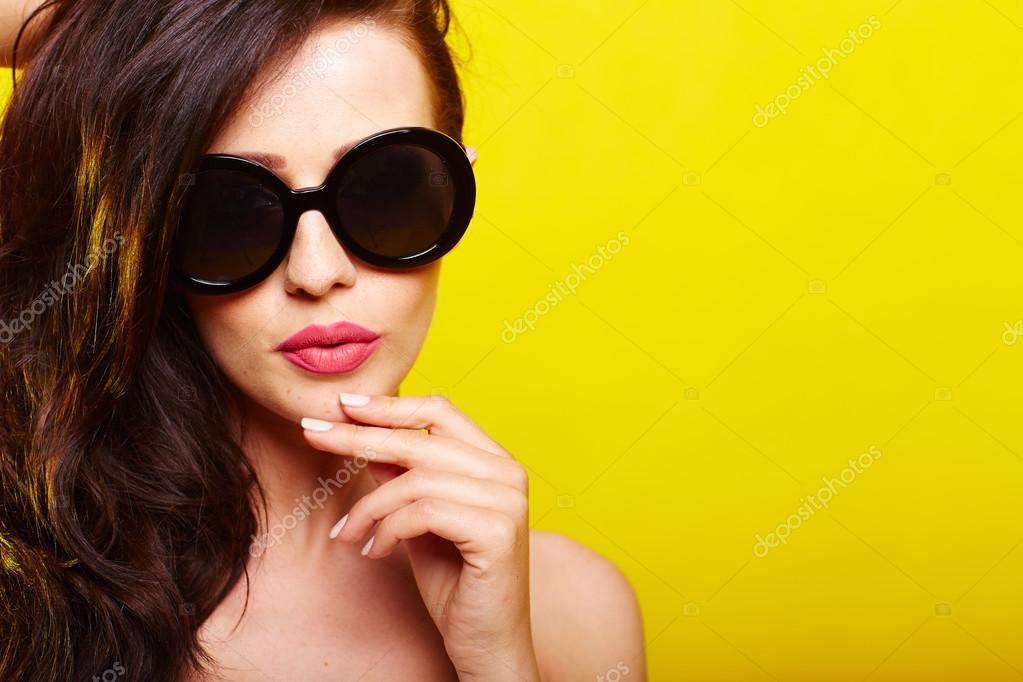 magnifique lunettes de caucasienne femme jeune de soleil 7zwUtxqB
