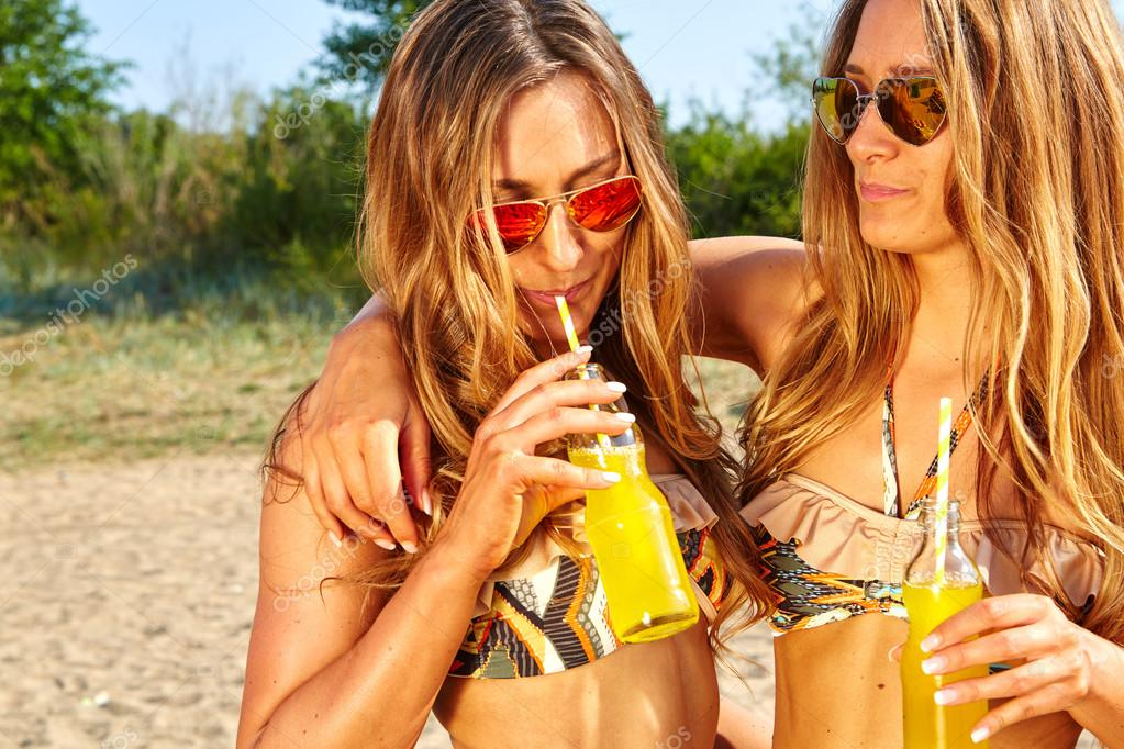summer holidays and vacation, girls in bikinis with drinks