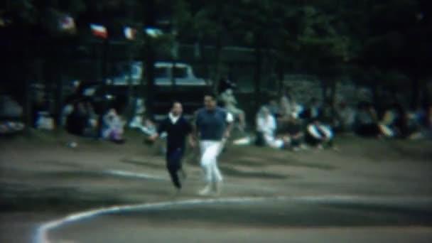 Gay muži běžící na závodní tratě