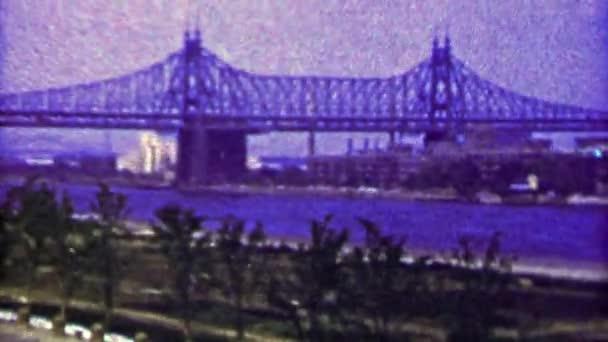 Ocelový most přes řeku