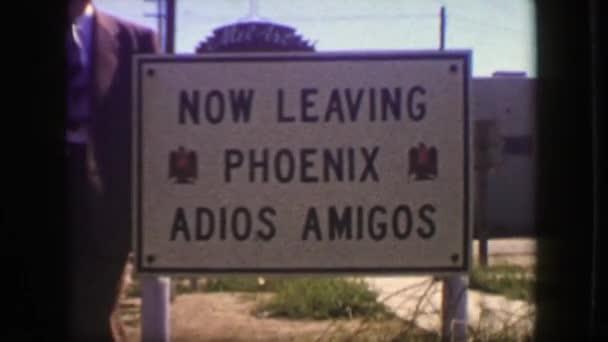 Most így Phoenix adios amigos útszéli jele
