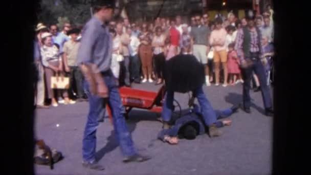 dav, s výhledem na lékaře kontroly osobě, která vypadá omdlel