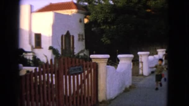 gyerekek futó ingyenes múlt a kerti kapu