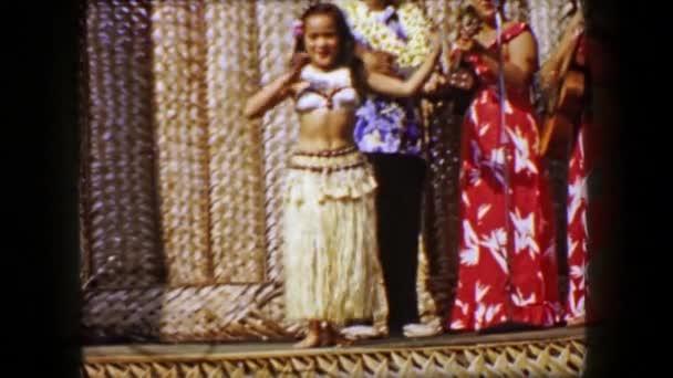 Hula-Tänzerin auf der Bühne
