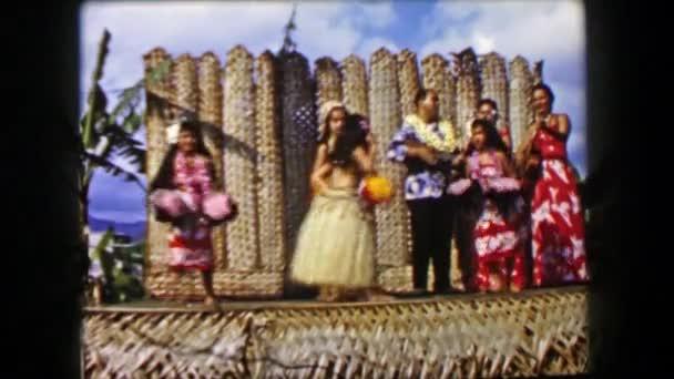 Hula-Tänzer auf der Bühne
