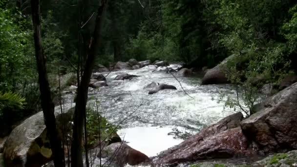 Skalnatý vodopád zobrazení