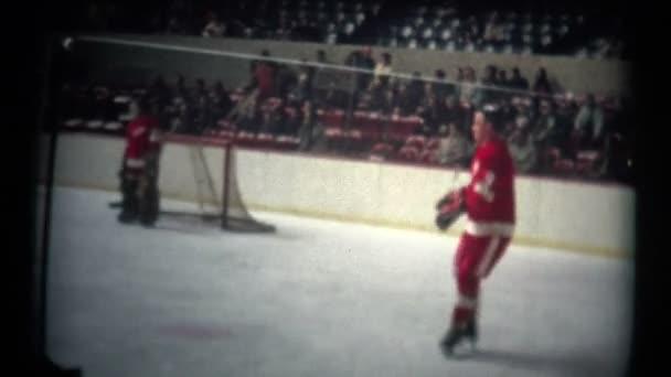 Hokej brusle hráčů do žádné helmy