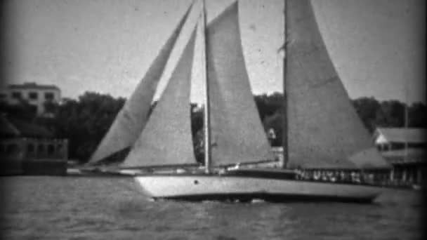 plachetnice škuner přes molo