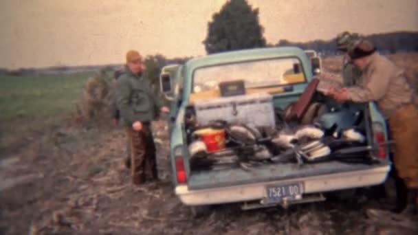 Teherautó tele vadászok elindultunk haza a nap