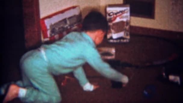 Ragazzo gioca con Lionel train set