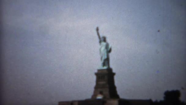 Vértes Szabadság-szobor tilt megjelöl és a távoli lövés