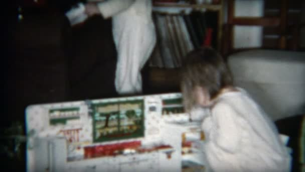 Gry Kuchnia Trzyma Dzieci Zajete Wideo Stockowe C Stockfilm 97678896