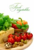 Pozadí s čerstvou zeleninou a sýrem