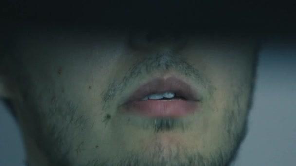 Extrémní zblízka mans ústa