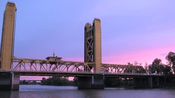 Most v centru