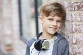 Photo Boy wearing headphones