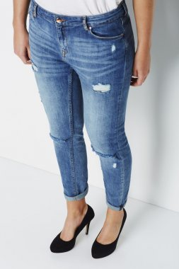 Cool woman in jeans and heels