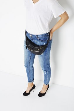 Woman in jeans and fanny pack