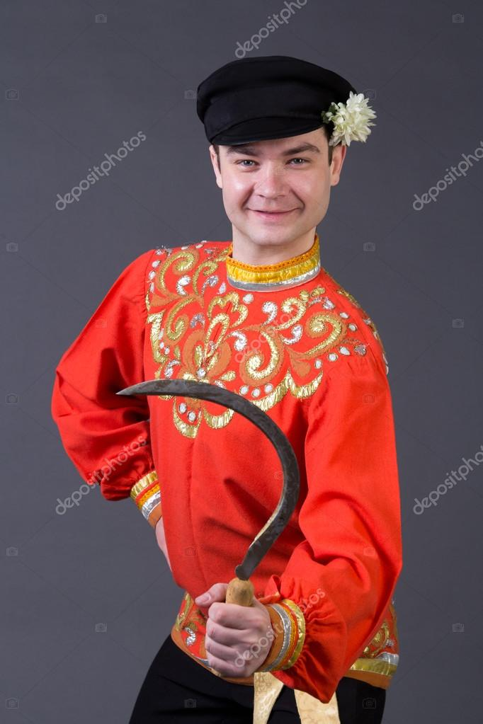 Costume Folklorique gars russes attrayant avec faucille en costume folklorique