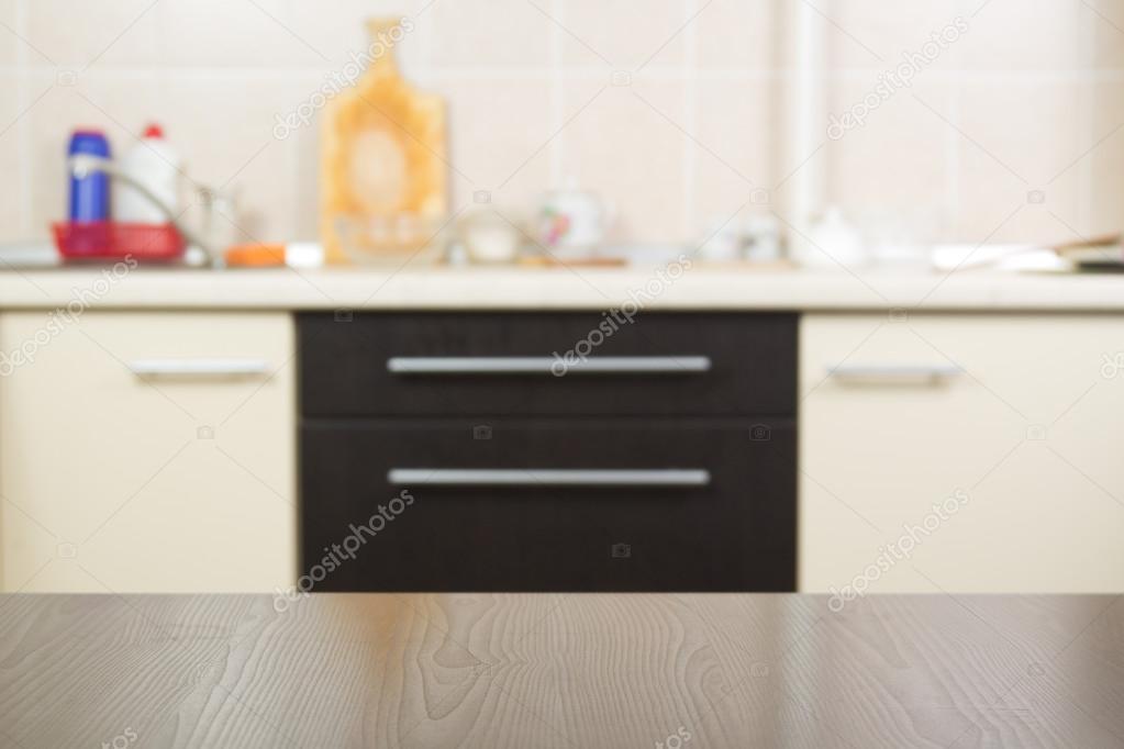Tavolo Alto Per Cucina : Tavolo alto e sfocatura cucina interni dello sfondo u foto stock
